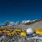 Das Basecamp und im Hintergrund der Lobuje Peak