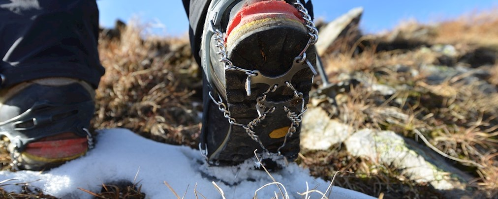 Bei Altschneefeldern ist Vorsicht geboten