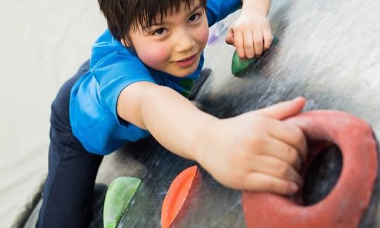 Klettergurt Kinder Selber Machen : Klettern und bouldern mit kindern das gilt es zu beachten