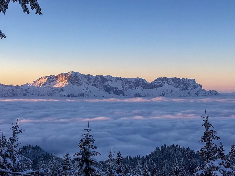 Winterlicher Untersberg im Nebelmeer