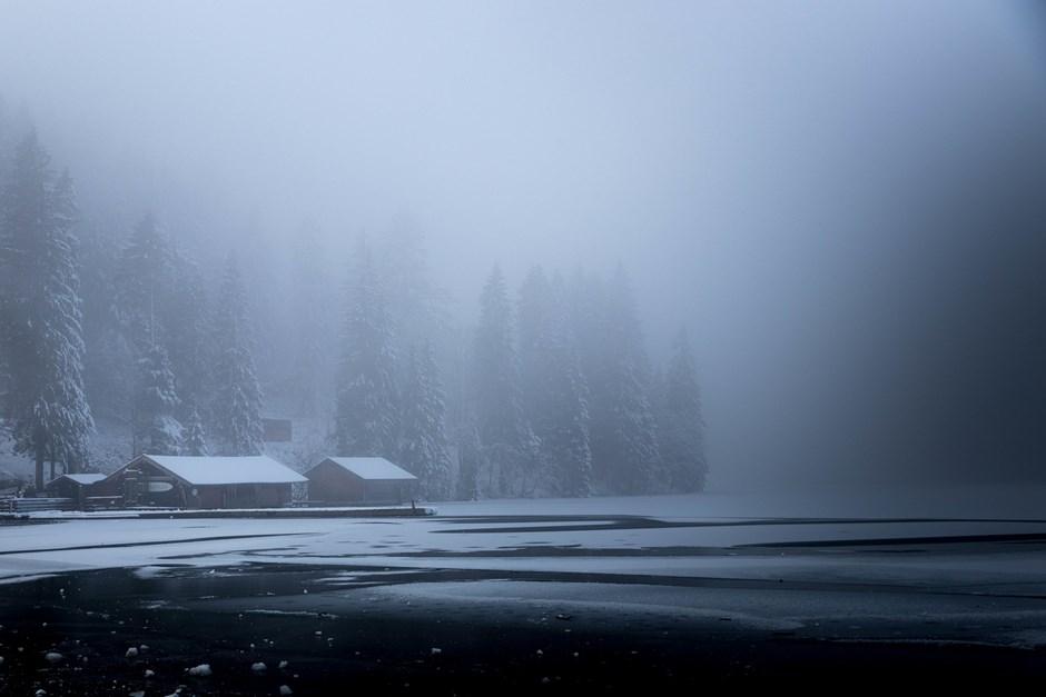 Winterliche Düsterstimmung am Spitzingsee