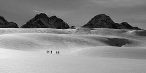 """Bis Donnerstag """"Monochrome Berglandschaften"""" einreichen"""