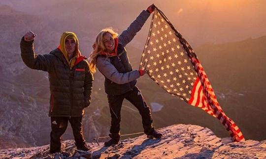 """US-Flagge am Eiger: Sasha DiGiulian klettert """"Magic Mushroom""""."""