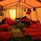 Und so schlafen die Träger im Basecamp