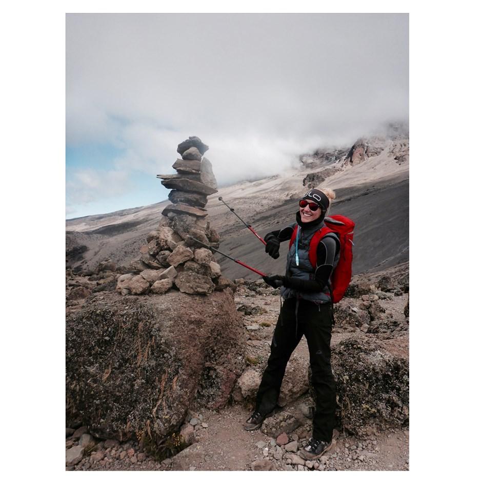 Findet man nicht nur in den Alpen: Stoamandlauf dem Weg zum Barafu Camp.