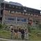 Das Team am Morgen des Gipfeltages vor der Hütte