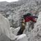 ...um den Übergang vom Eis an den Fels über die gähnende Kluft hinweg zu schaffen.