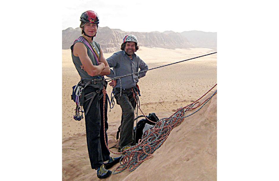 Mit Sohn Simon beim Klettern im Oman