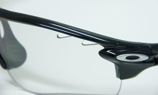 Die Gläser sollen das Auge gut abdecken, aber nicht die Belüftung behindern!