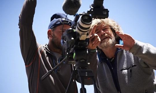 """Macht keine halben Sachen: Reinhold Messner bei den Dreharbeiten zu """"still alive""""."""