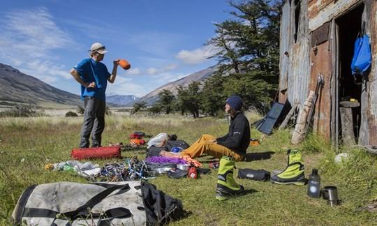 Ein guter Biwaksack gehört bei jeder Tour in Rucksack.