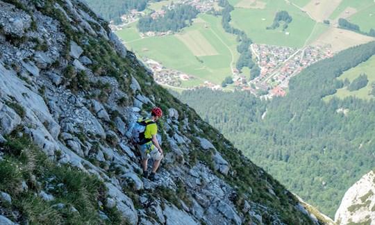 Abstieg vom Zwölferköpfl in Garmisch: Bei einm Ausrutscher geht's dahin.