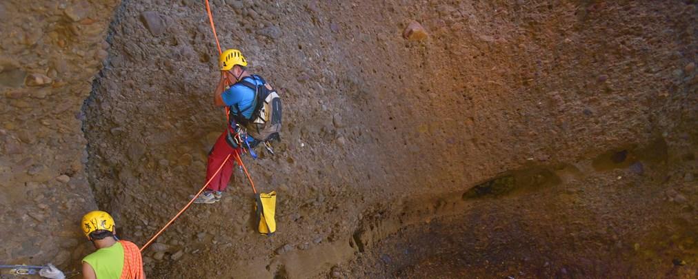 Zwei Kletterer mit Seil