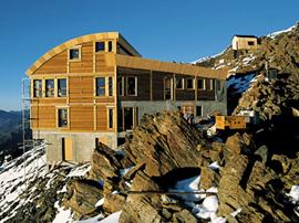 Wer's gern ruhiger hat schläft auf der Refuge de la Tête vor dem Aufstieg zur Goûter-Hütte.