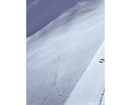 Ausnahmsweise gut zu erkennen: Der Anriss in der Schneedecke zieht sich in der Luvseite durch den Hang.
