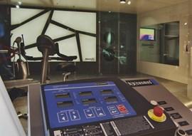 Eine Höhenkammer mit Laufband und Fahrradergometer ist gut für die Vorbereitung auf große Touren.