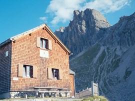 Die Herrmann-von-Barth-Hütte, 2131 Meter.
