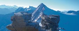 Die letzte Etappe vom Goldzechkopf zum Hohen Sonnblick verlangt noch einmal Konzentration: Heikle Kletterstellen und ein Gletscherstück sind zu bewältigen.