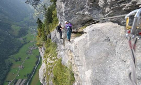 Sicher am Klettersteig: Mit viel Ruhe und Übersicht geht nichts schief.