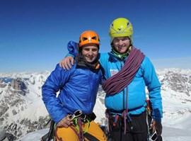 Das erste Drittel geschafft: Ueli Steck und Michi Wohlleben auf dem Gipfel der Westlichen Zinne (Foto: Wohlleben).