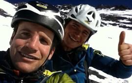 Grund zum Feiern: Roger Schaeli und Simon Gietl gelang einer neuer Rekord am Eiger (Foto: Schaeli).