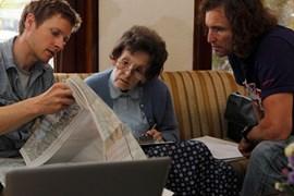 Besprechung in Kathmandu: Göttler (li.) und Glowacz bei Elizabeth Hawley in Kathmandu. Bild: Klaus Fengler.