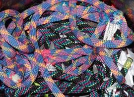 """Ein Haufen """"Schrott"""": Teilweise war es um die gut erhaltenen Seile richtig schade. Foto: Gelder."""