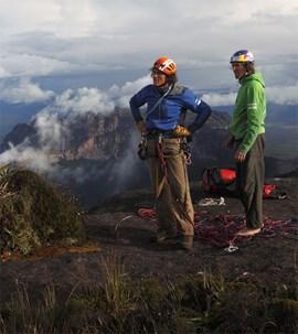 Ohne Kurt: Stefan Glowacz und Holger Heuber in Venezuela. Bild: Klaus Fengler.
