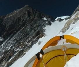 Logenplatz: Gipfelaufbau von Lager III aus gesehen (Foto: Ralf Dujmovits)