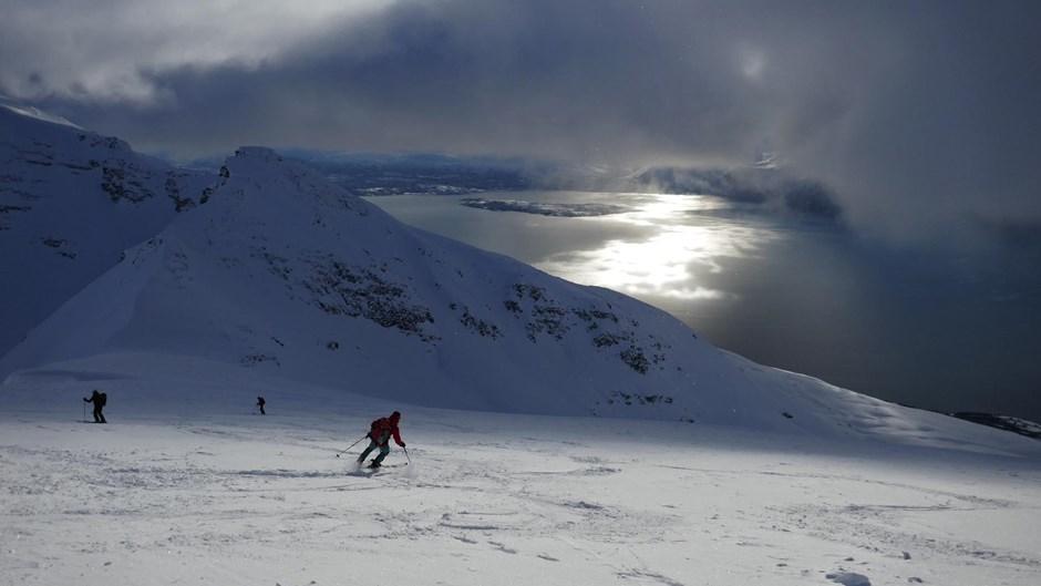 stimmungsvolle Abfahrt zum Lyngenfjord