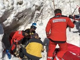 Glückliche Rettung: der Mann konnte eineinhalb Stunden nach seinder Verschüttung lebend befreit werden.