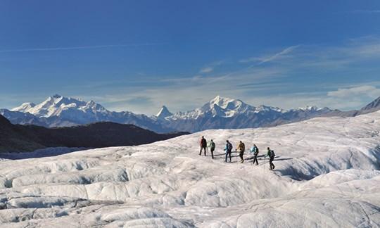 Gletscher-Fact: Aus einem Meter Neuschnee entsteht in 10 Jahren ein Zentimeter des blauen, blasenfreien Gletschereises.