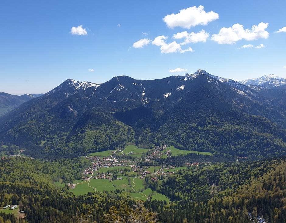 Blick über das Bergsteigerdorf Kreuth