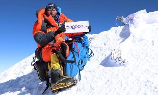 """Der Everest ist einfach """"sein"""" Berg:Kami Rita Sherpa on top of the world."""