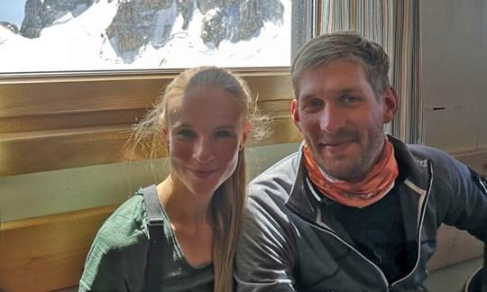 Beim Zwischenstopp auf der Cosmiques Hütte: Laura und Robert.