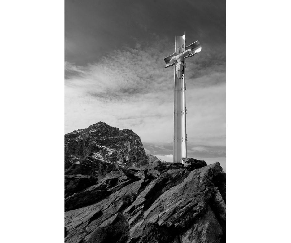 Am Gipfel des Saurüssel, dahinter der 3.139m hohe Taitschroi