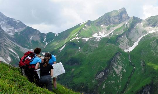 Kommunikation und Information ist in der Gruppe besonders am Berg wichtig.