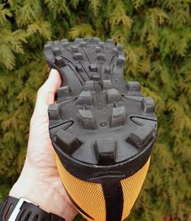 Gripmonster: Satte 8 mm hoch sind die Stollen desX-TALON G 235.