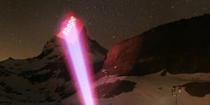 Beleuchtetes Matterhorn als Zeichen der Hoffnung