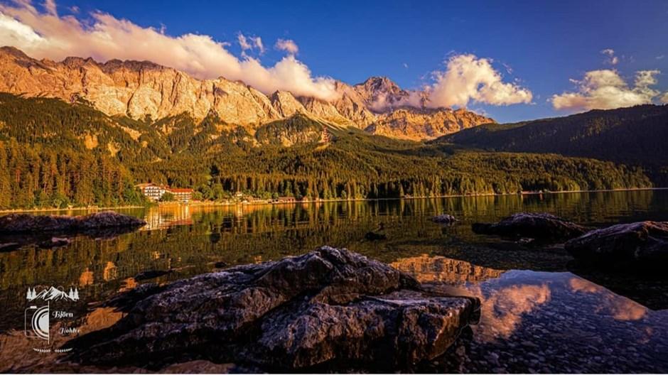Wenn der Himmel die Berge und das Wasser im wahren Glanz erstrahlen lässt