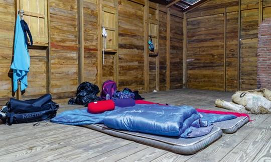"""Die Schutzhütte in """"La Compartición"""" ist sehr einfach und spartanisch."""