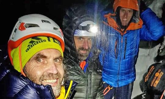 Haben sichtlich Spaß am Eiger: Thomas und Alexander Huber mit Stephan Siegrist