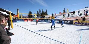 Kuriose Wintersportarten: Schneevolleyball