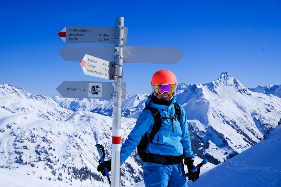 Einmalig in der Geschichte der Skitests: Ein leeres Skigebiet ganz für die Test-Crew allein.