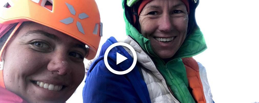 Bergauf-Bergab begleitet Ines Papert und Caro North auf ihrer Bike