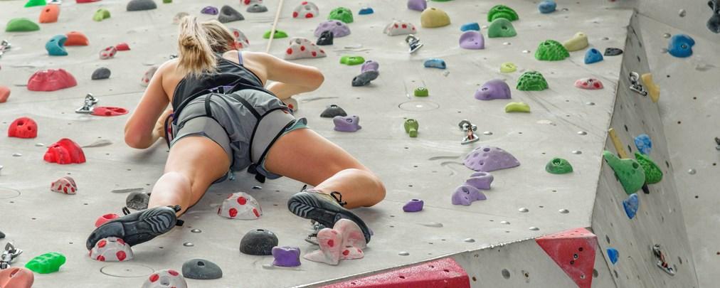 Klettern in der Halle: Diese Grundlagen müsst ihr beherrschen