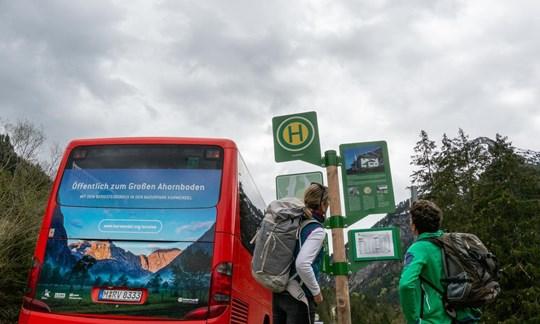 Mit dem Bus in die Berge