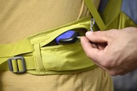 Schlüssel, Handy, Trinkflasche - das muss alles verstaut werden. Einige Rucksäcke bieten viele Extra-Taschen, einige sind eher minimalistisch unterwegs.